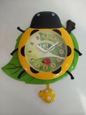 Часы настенные Божья коровка желтая на листе с маятником